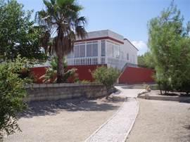 De Villa gezien vanaf de achtertuin.