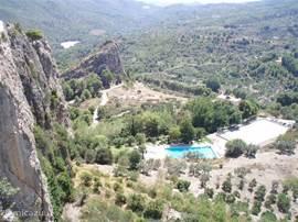 Guadalest ligt hoog in de bergen. De rit er naar toe is al de moeite meer dan waard (ca 3/4 uur rijden).