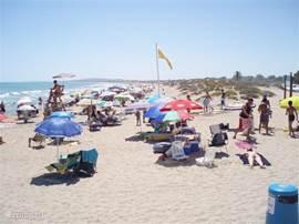 Het nabijgelegen strand (slechts 2 km.)El Pinet met bewaking & strandwacht. Leuke kleine restaurantjes bevinden zich in de nabijheid.