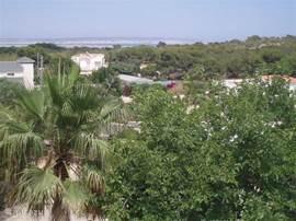 Uitzicht vanaf de eetkamer op zee en de meren