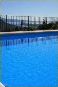 Uitzicht op het Gardameer,vanuit het zwembad.