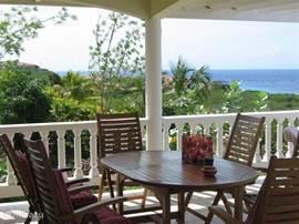 Eettafel op de porch