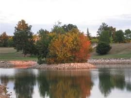 Uitzicht op het meer en hole 9 van de Lac
