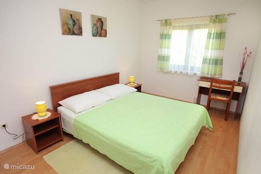 Ruime slaapkamer appartement nummer 2