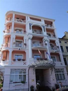 Rijeka is een grote havenstad met een oud en gezellig centrum. Er zijn een groot aantal fraaie Jugendstill huizen te bewonderen.
