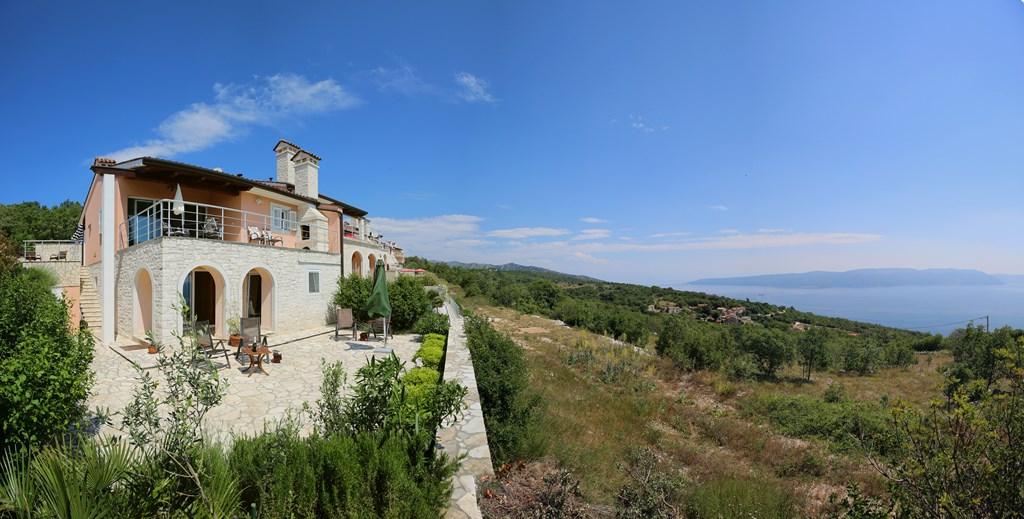Istrie bij Rabac Rust,comfort en groots panorama!  Nu nog vrij 1-15/9 verlaagde prijs : 500€  p w of 900 voor 2 weken. Ook 5 dagen bespreekbaar.