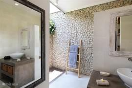3 BR Villa. En - suite badkamer.