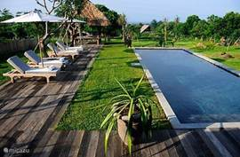 Zwembad, Terras en Tuin met zeezicht. 3BR Villa (2).