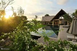 2BR Villa. Zwembad en terras.