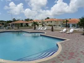 Slechts op 40 meter lopen vanaf ons huis kunt heerlijk zwemmen en afkoelen in het gemeenschappelijke zwembad van het park. Vanaf het terras van Villa Stella kunt u het zwembad zien.