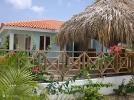 Villa Stella, ons heerlijke huis onder de Curacaose zon. Een droom die uit kwam. Van af het royale terras, is er een weids uitzicht over het park Marbella en het gemeenschappelijke zwembad.