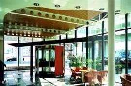 Aankomst in uw hotelsuite via de hotellobby van het 4 sterren hotel in Zandvoort