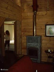 Deze spekstenen houtkachel geeft een heel gezellige warmte en sfeer op winterse dagen.