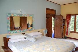 Villa 2 bedroom 1 with slow Internet access via table