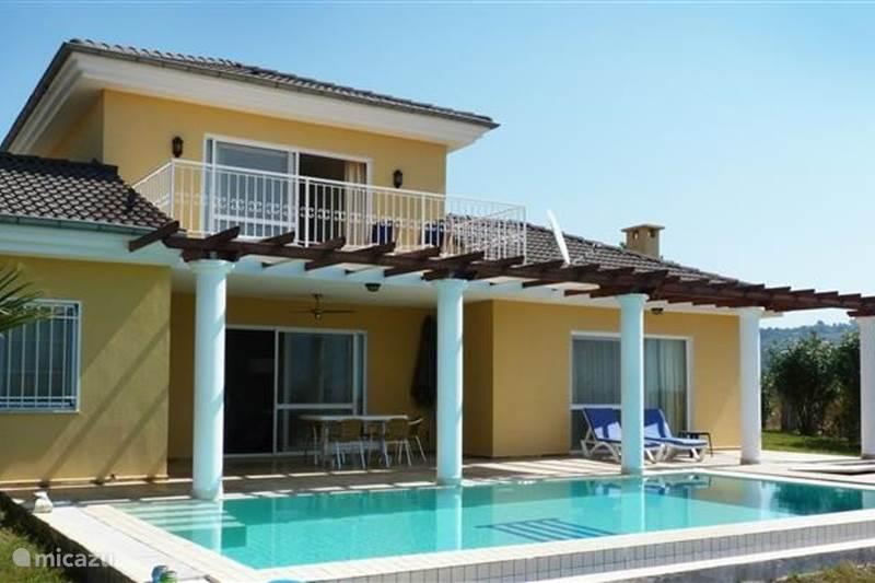 Villa villa mit privatem pool und privatsph re in kusadasi for Villa luxe usa