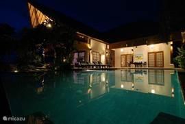 Villa bij avond