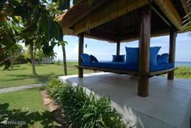 Balebenong relaxen met uitzicht op het strand en de zee