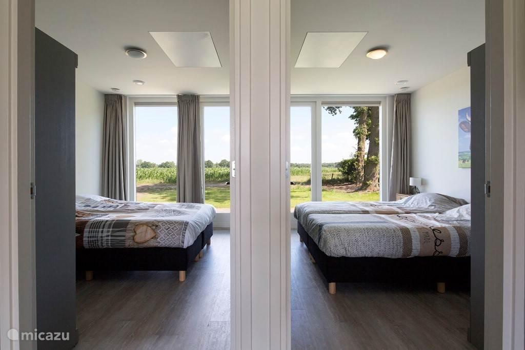 2 x slaapkamers met goede boxspringsbedden