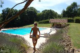 Private pool 14x7m lies in the large (1.5 hect.), Attractive garden with vineyard (500pieds, boule court and football play-field.