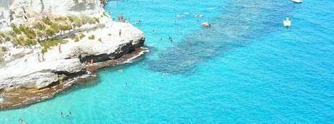 Bekroonde stranden en zee