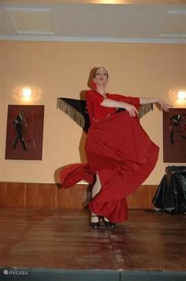 Margarita danst voor U.Vraagt U voor een gezellige avond inclusief diner,bij onze beheerders.