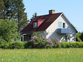 Aan de rand van het meer Lakene Sjon, ligt vakantiewoning de Witte Wolf te Sorby, Varmland