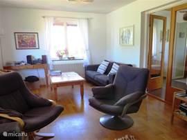 andere kant van de huiskamer met de 2e zithoek