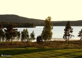 uitzicht vanuit de woning op het meer `Lakene Sjon´