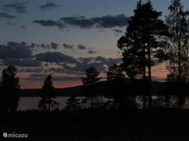 zonsondergan boven het meer