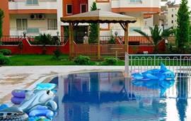 Zwembad, prieeltje met tuin