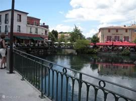 In Isle-sur-la-Sorgue vindt u talloze restaurants