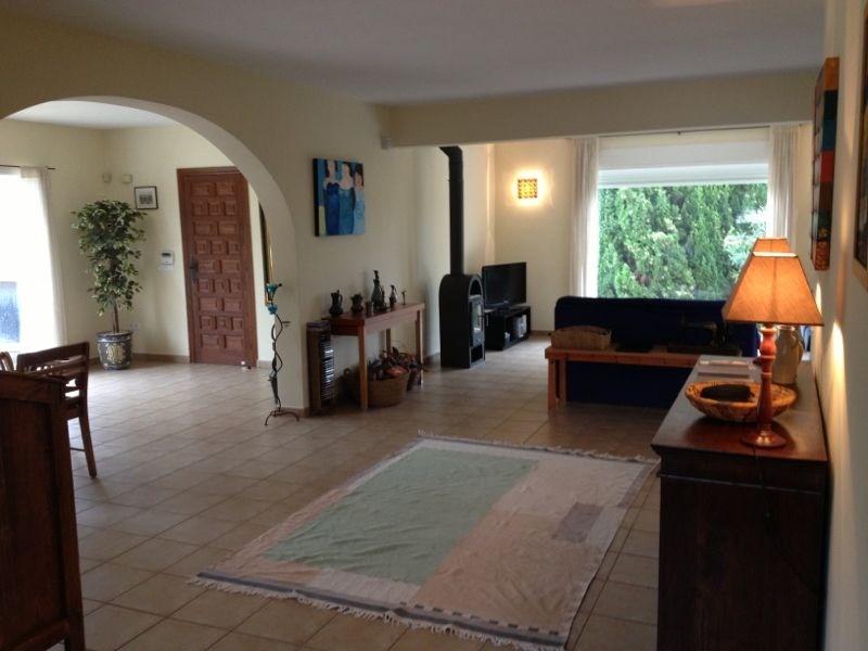 Luxe 8-persoons villa in Alfaz del Pi,Costa Blanca. 900 m2 grond met prive zwembad.5 min. van stranden. Van 26/8-9/9 nog te huur voor 800,00 per week.