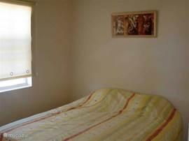 Slaapkamer voor 2 personen. Het zijn 2 1-persoonsBOXspringbedden.