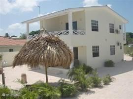 Heerlijke parasolpalapa, appartement, bestaande uit badkamer(met warm water), slaapkamer, keuken, woonkamer, porche