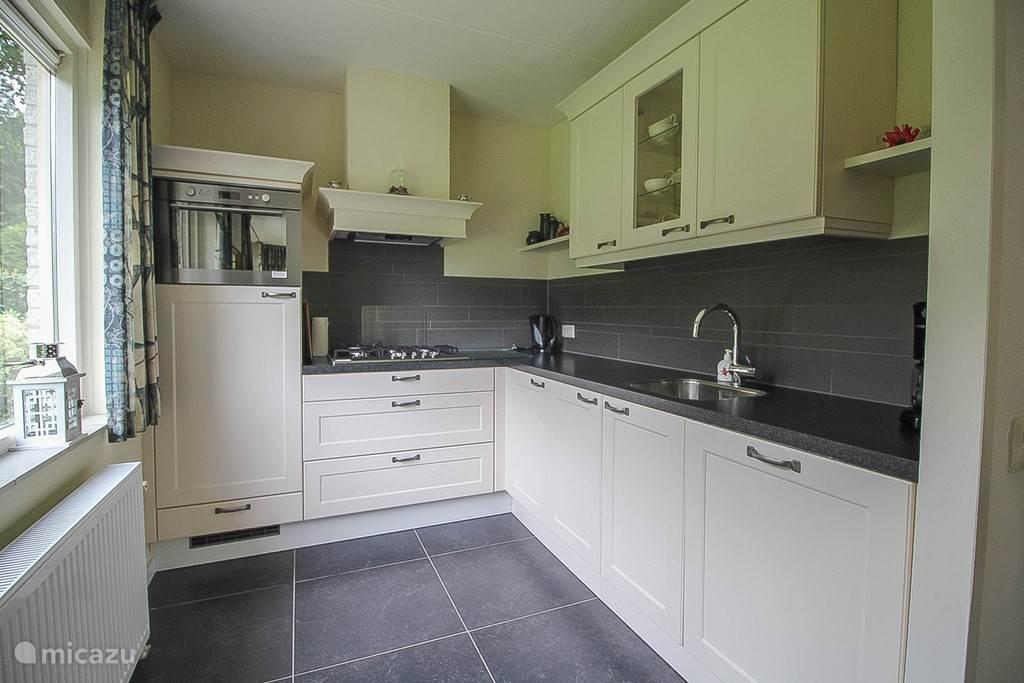 Nieuwe mooie open keuken