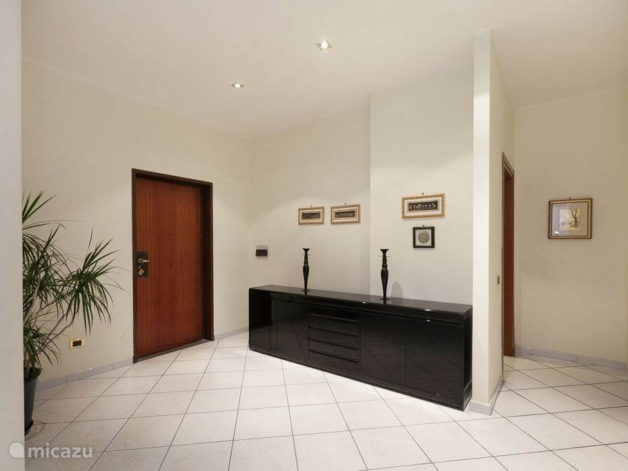 Appartement 1: Hal