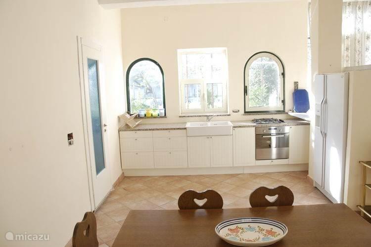Appartement 2: Keuken van het appartement op de begane grond