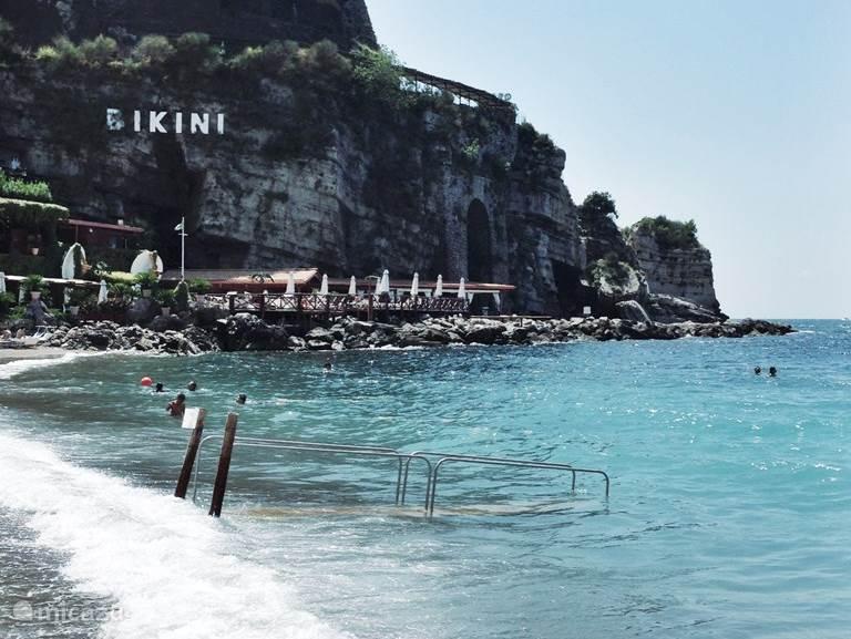 Vico Equense - Bikini beach. Ligt op 15/20 min rijden van Trecase