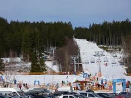 De afdaling die uitkomt bij de skilift in Lipno