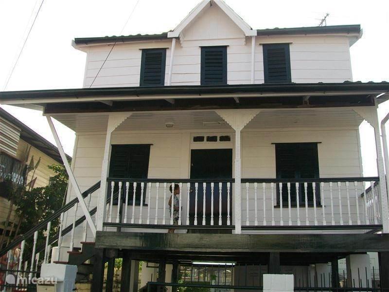 Vakantiehuis Suriname, Paramaribo, Paramaribo stadswoning Pokai Tongo