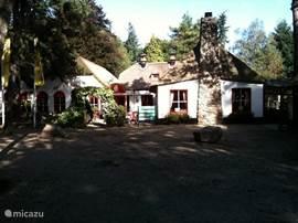 Pannenkoekenrestaurant het Uilen Bos ligt op loopafstand van het huisje.
