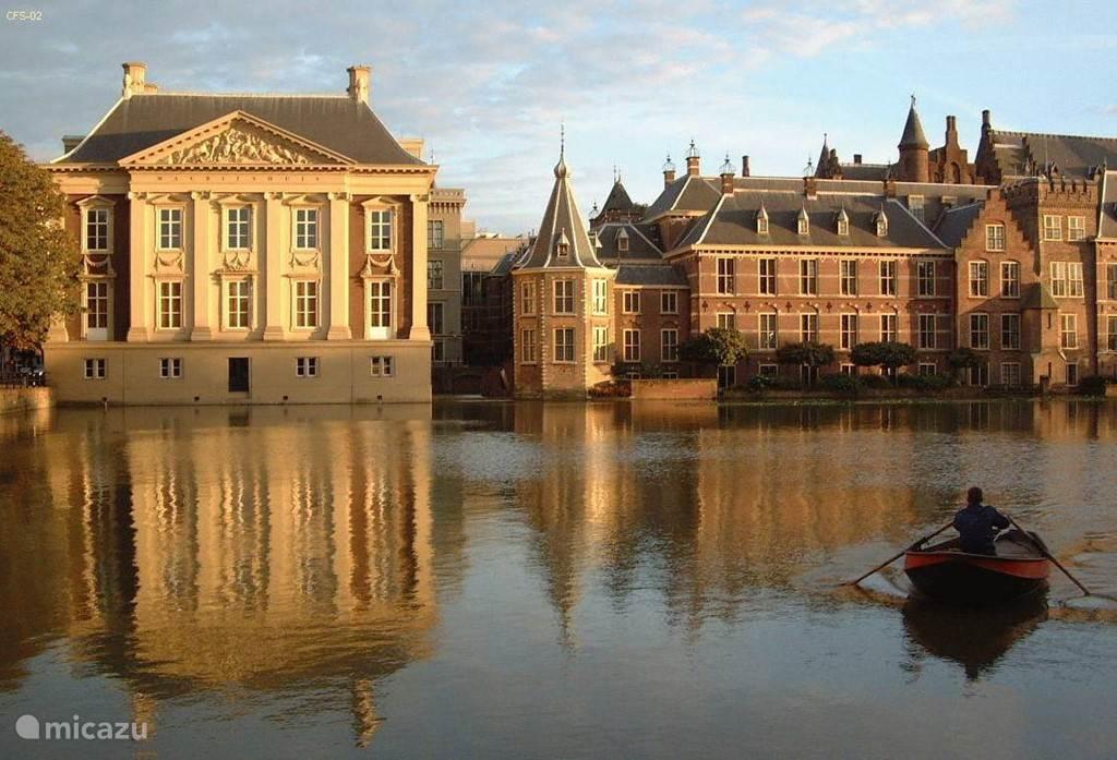 Het Binnenhof en Mauritshuis in Den Haag