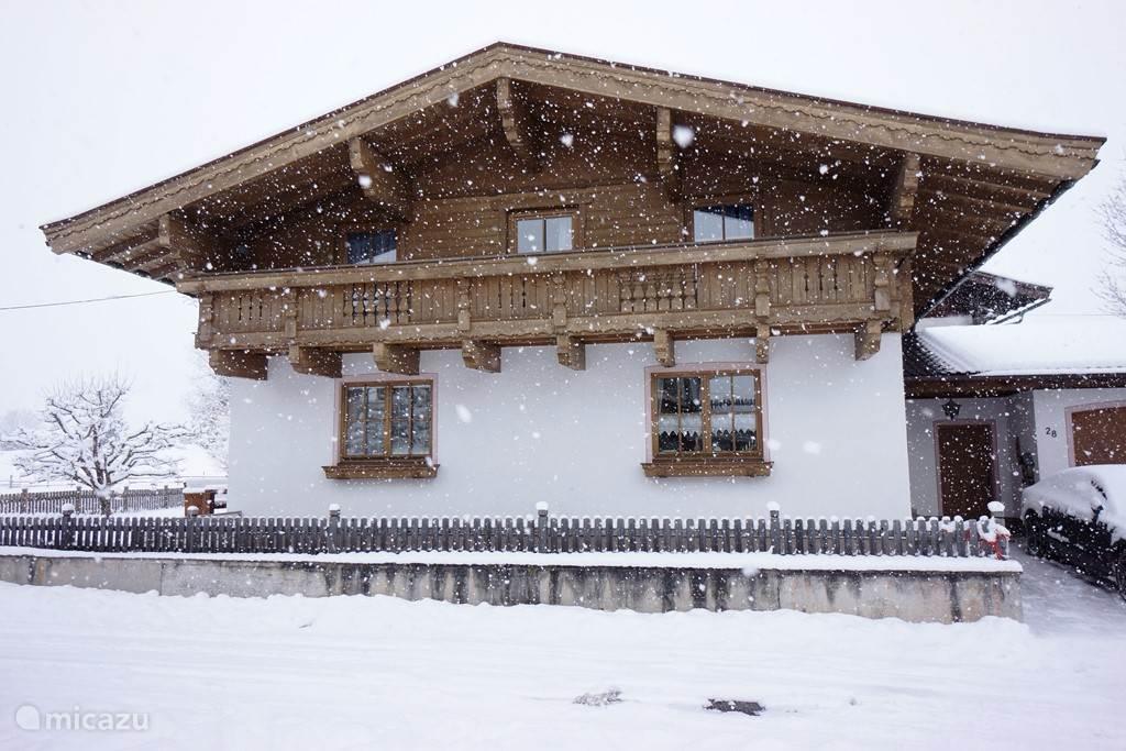 Chalet in sneeuw