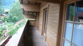 Balkon, openslaande deuren vanuit slaapkamers 1,2 en 3