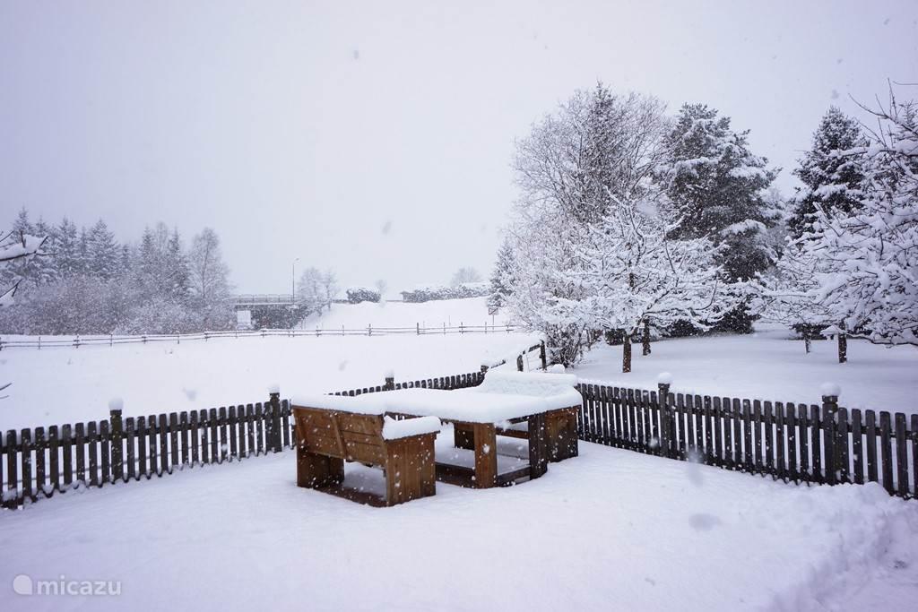 Tuin in sneeuw