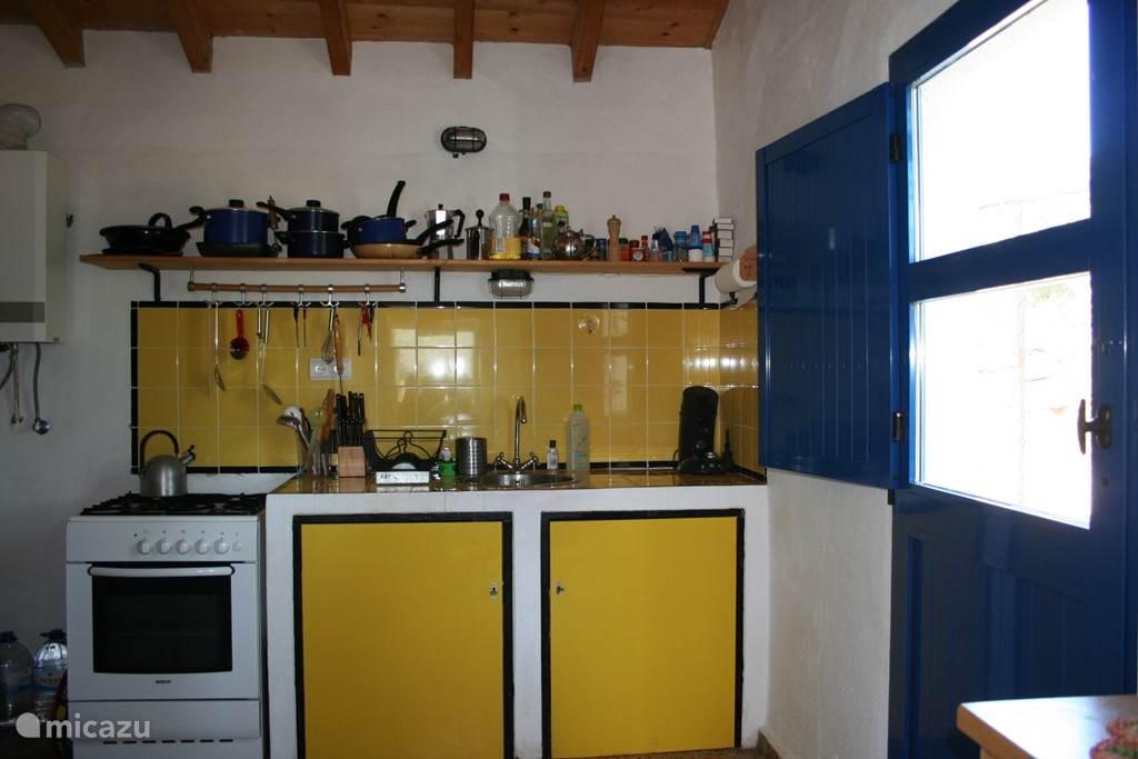 De keuken in het hoofdhuis.