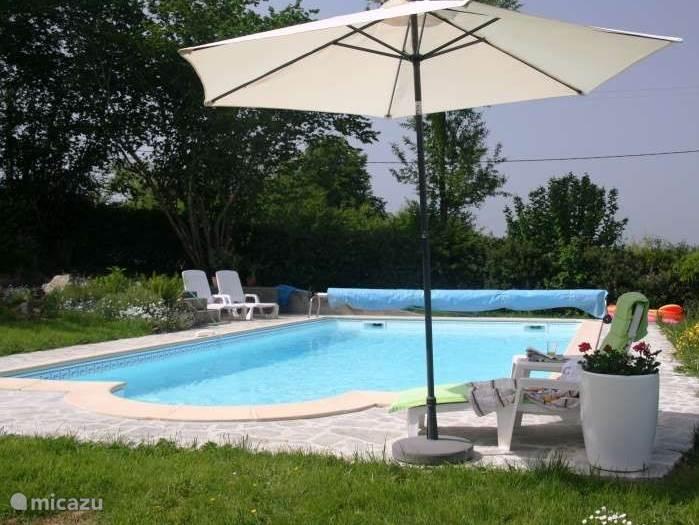 Het zwembad met vrij uitzicht.
