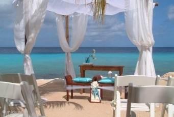 trouwfeest op Coral Estate bij restaurant Karakter op 2 minuten loopafstand van Villa Caribbean View