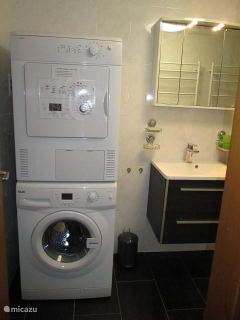 en wasmachine en -droger