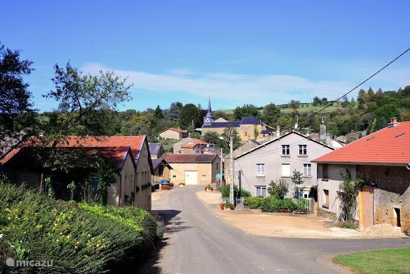 Deze foto geeft een impressie van het pittoreske franse dorpje Bievres.   De foto is gemaakt door Rinus Legen